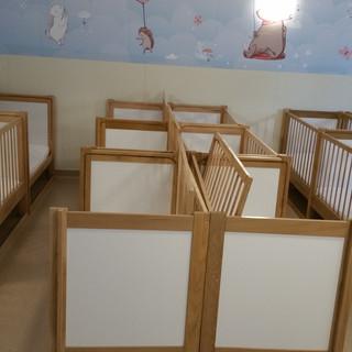 Pătuţuri din lemn cu laterală glisantă