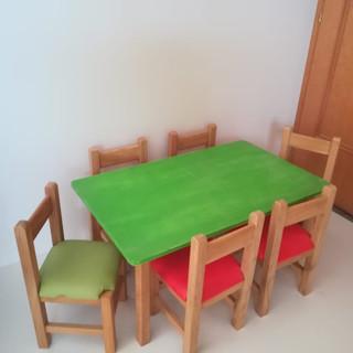 Masă şi scaune din lemn masiv pentru copii