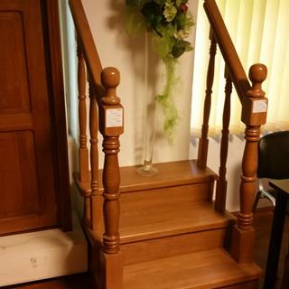 Model scară lemn showroom