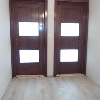 Uşă lemn masiv de interior cu sticlă