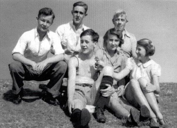 all 5 children with nonno 1941.jpg