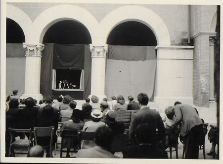 puppet show in Rome.jpg