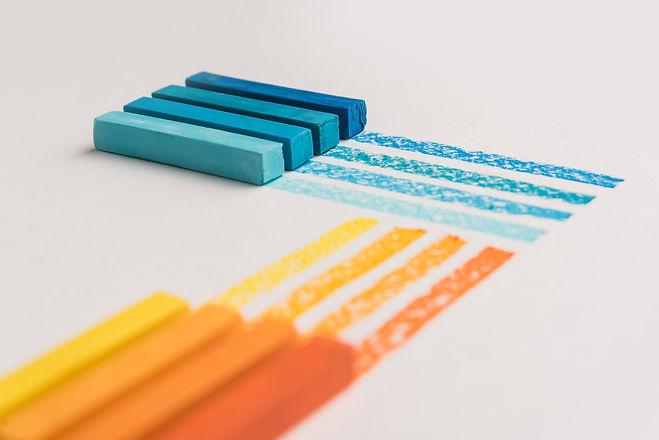 set-pastel-art-white-table.jpg
