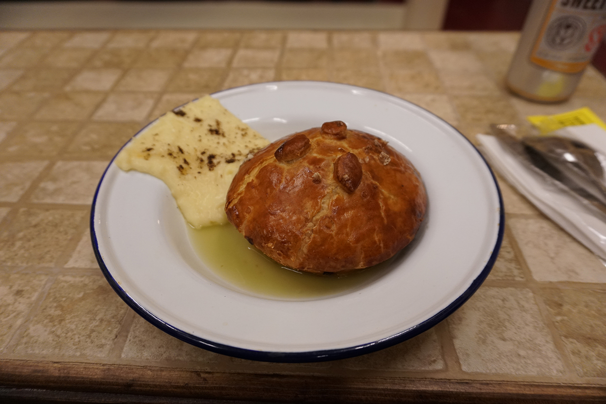 Hot pie (beef wellington)