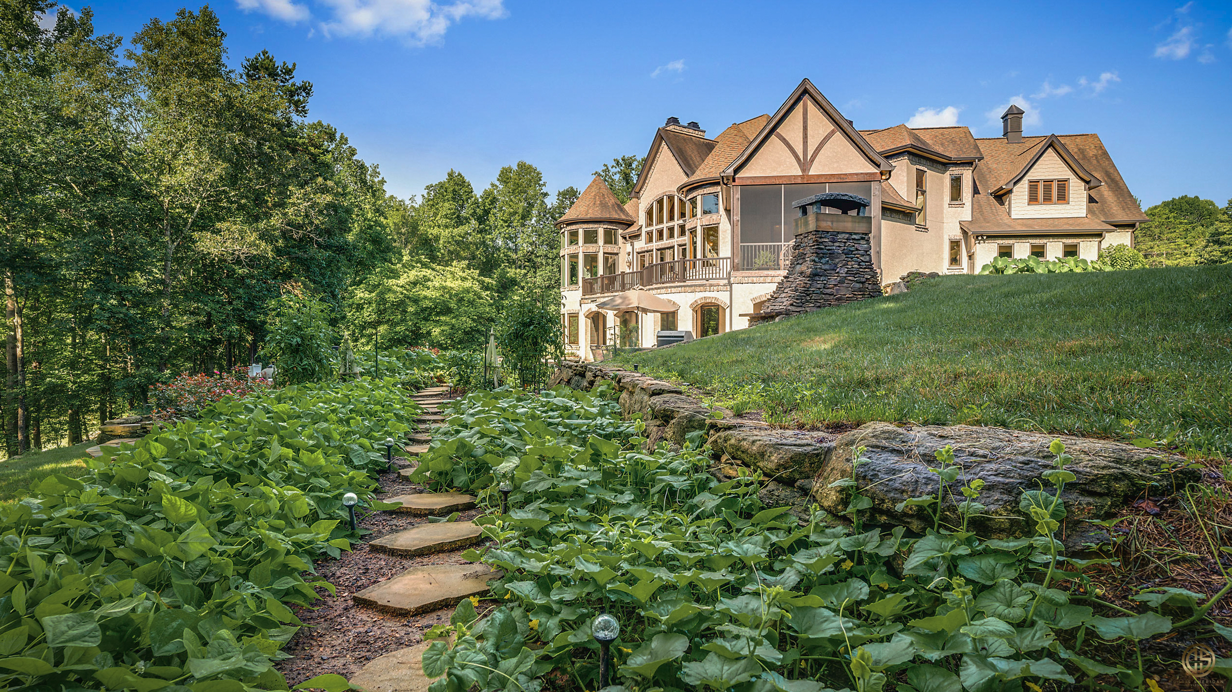 Elegant exterior real estate image