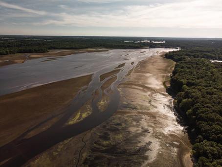 Lingering sludge in the Kalamazoo River