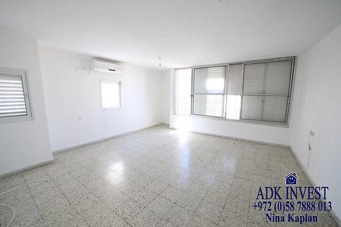 В аренду в центре Нетании 4-х комнатная квартира с видом на море