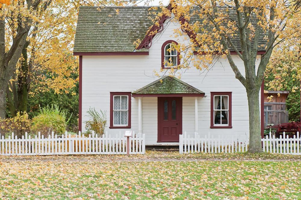 biały dom domek