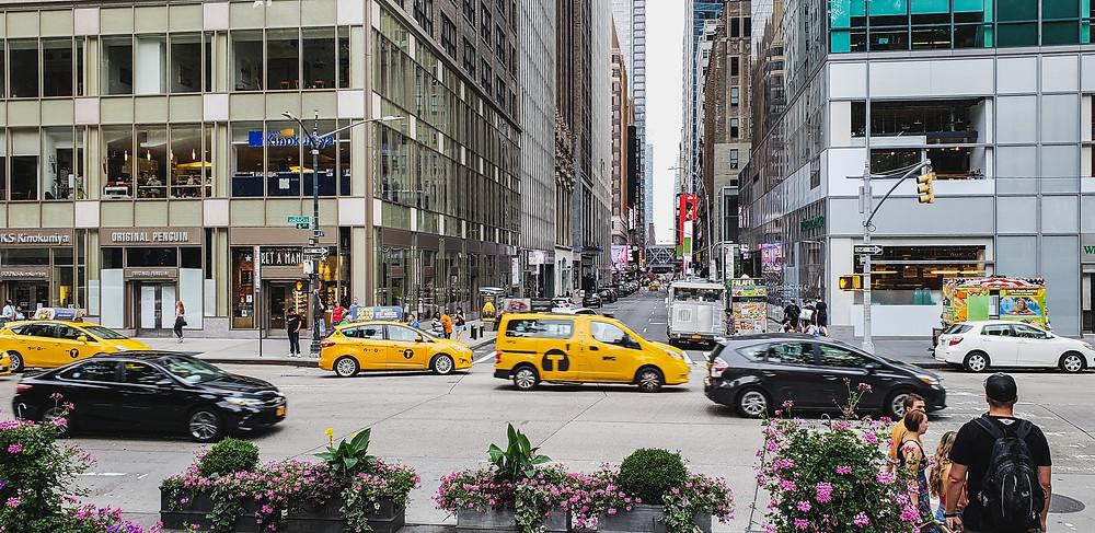 bloki na manhattanie nowy jork usa ameryka nyc yellow cab