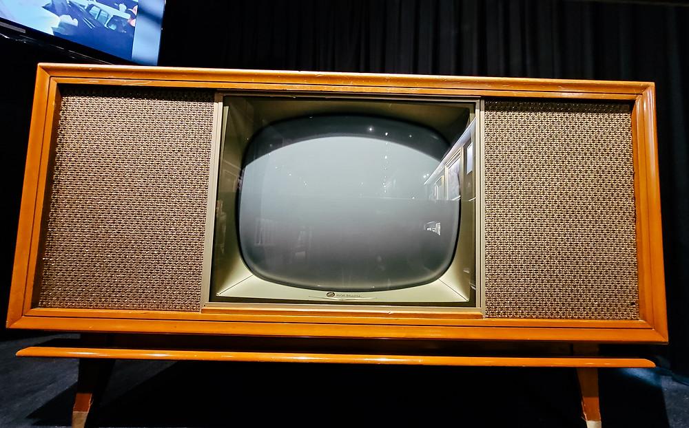 retro tv telewizor