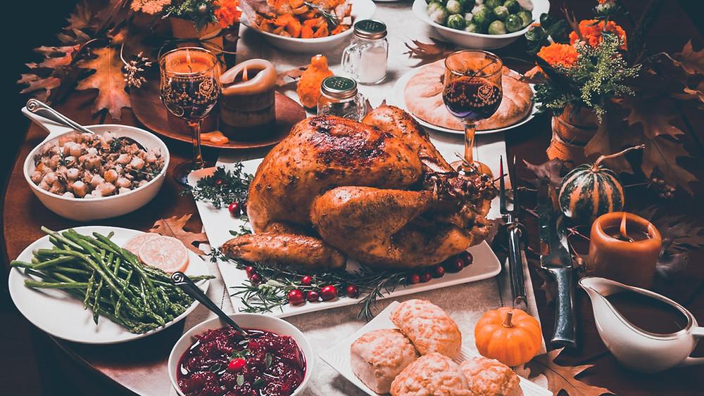 święto dziękczynienia , indyk, potrawy, pumpkin pie, szparagi, ciasto, kawa, sos