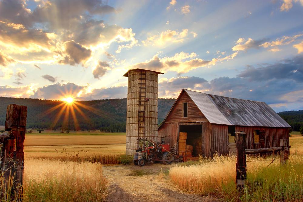 stodoła na wsi traktor amerykańska farma natura