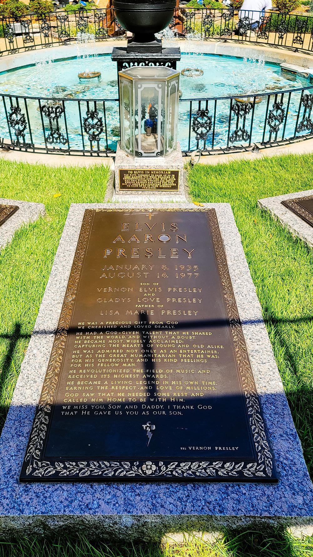 elvis presley graceland grave grób