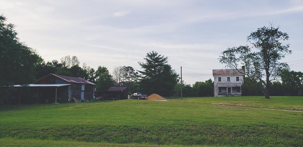 stara chata i stodoła na wsi usa ameryka