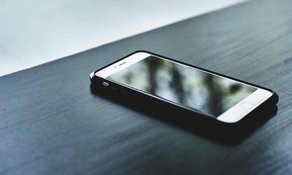 telefon komórkowy iphone stolik smartfon usa