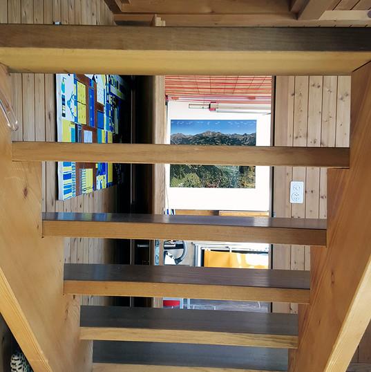Sicht durch Treppe in den Vorraum.jpg
