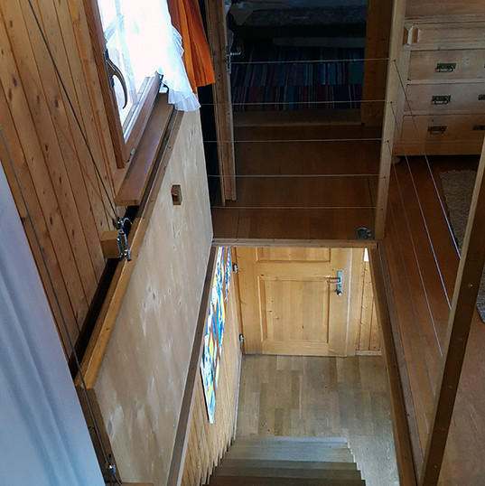 Treppe ins Untergeschoss.jpg
