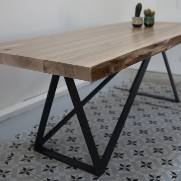 table_noyer_piedmetal_triangle_3.JPG