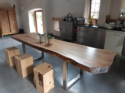 table_noyer_massif_un_seul_morceau.jpg
