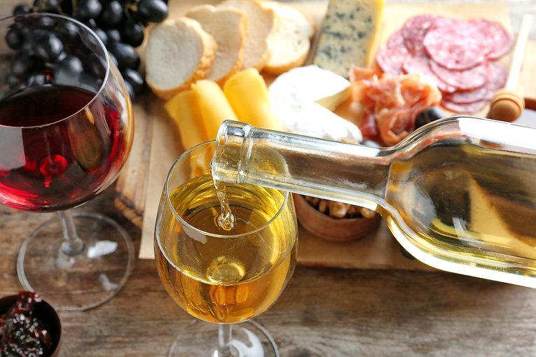 1 Vin og snacks.jpeg
