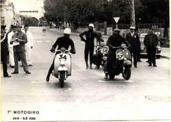 Argilli-1968 Motogiro- Partenza gara in salita.jpg