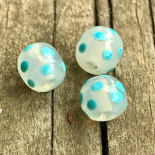 Turquoise polka dot beads (1)