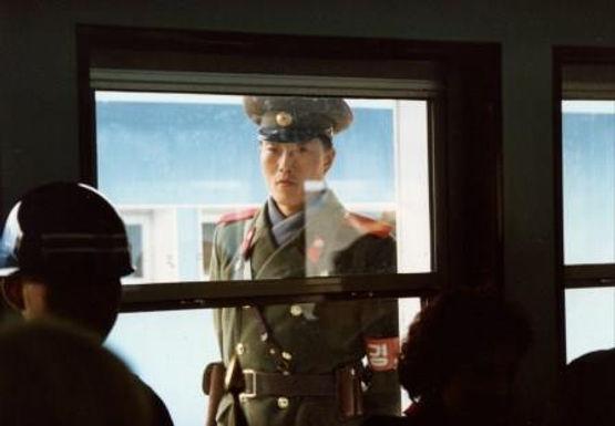 Coreia do Norte: Soldados Adoram a Cristo