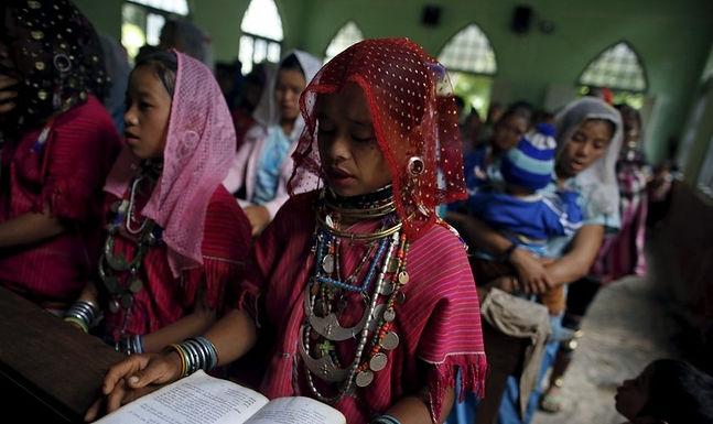 Homem 'Ressuscita' com Oração de Missionários e Vila Inteira Se Converte