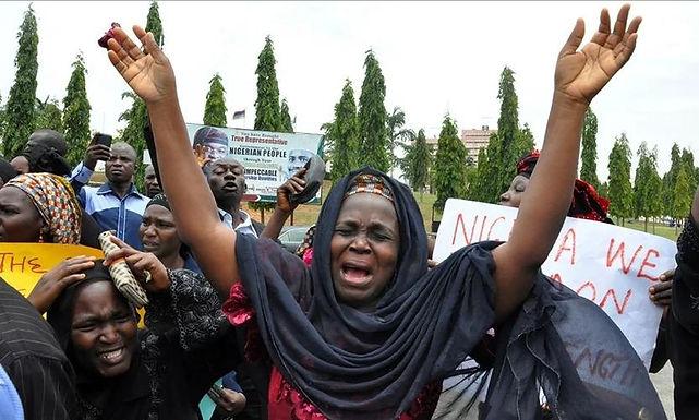 Vilas da Nigéria são atacadas durante quarentena da COVID-19