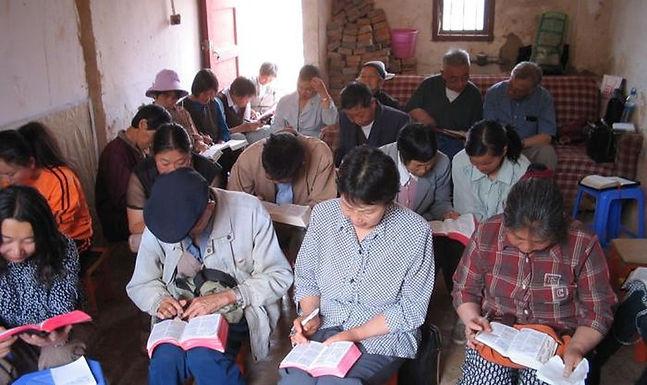 Governo chinês ordena que as famílias mais pobres abandonem a sua fé ou percam a ajuda financeira
