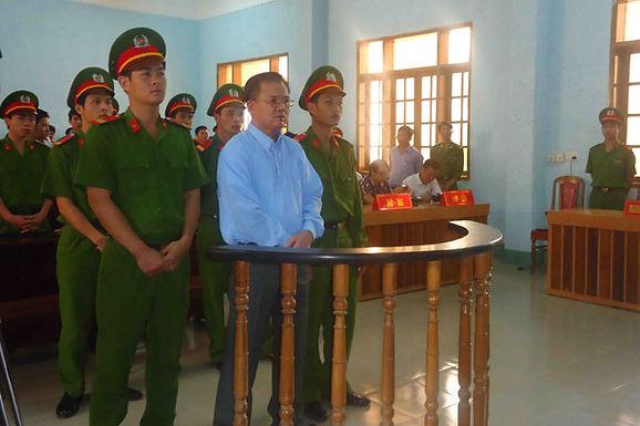 Pastor é Obrigado a Comer Vidro Quebrado com Chumbo no Vietname