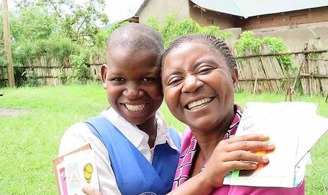 Menina espancada pelo pai por deixar o Islão é adoptada por cristã na Uganda