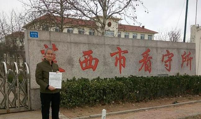 «Teria morrido se Deus não tivesse me protegido» diz pastor após 2 anos preso na China