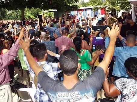 """A única forma de vencer a perseguição é estarmos unidos """"Jesus está às portas"""" diz pastor"""