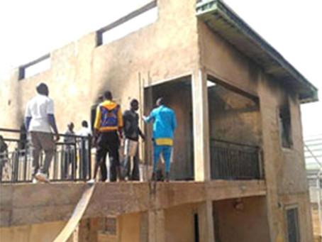 Centro de Discipulado severamente danificado pelo fogo na Nigéria