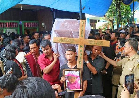 Famílias Cristãs Perdoam Terroristas que Queimaram as Suas Filhas