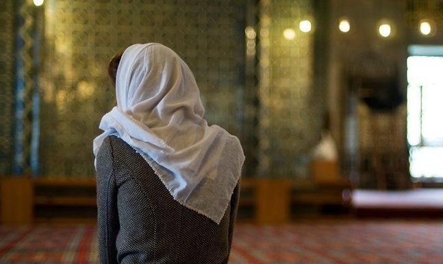 """""""Conheci o amor"""" diz Ex-Muçulmana que foi na Igreja para Ofender o Pastor"""