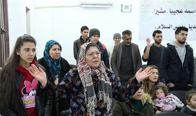 Muçulmanos convertem-se ao Cristianismo decepcionados com o Islão dos terroristas
