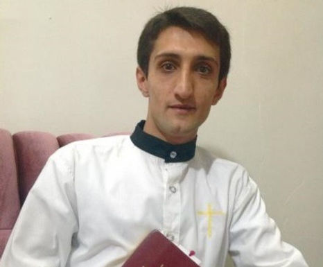 Ebrahim Firouzi é libertado da prisão no IRÃO
