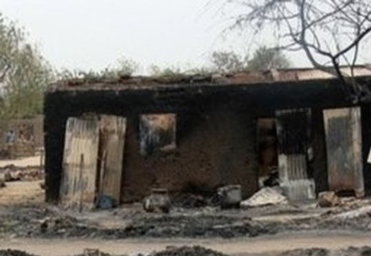 Aldeões queimam casa e espancam esposa de ex-Xeque muçulmano no leste de Uganda