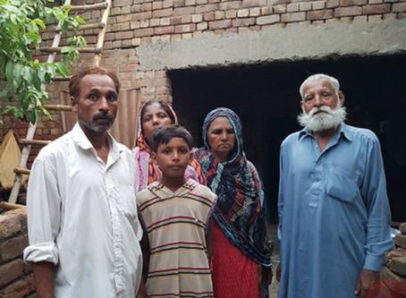 """""""Ou nos convertíamos ao Islão, ou enfrentaríamos a prisão"""" diz cristão preso no Paquistão"""