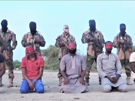 """Video mostra terroristas islâmicos a executar cristãos na Nigéria """"Voltem-se para Alá"""""""