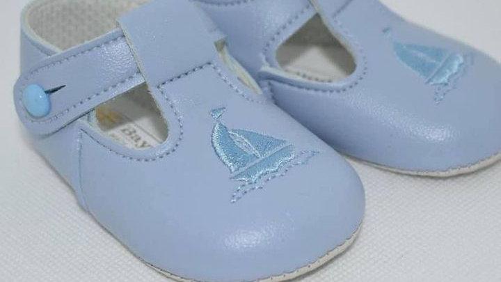 Ship soft sole pram shoe