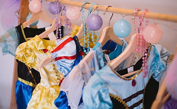 DRESS UP CLOSET