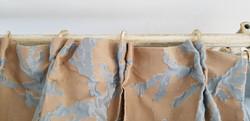 dettaglio tenda con bastone