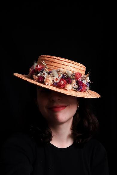 photo chapeau fleuri Louise Coutin.jpeg