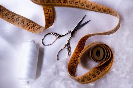photo ciseaux et tissu.jpg