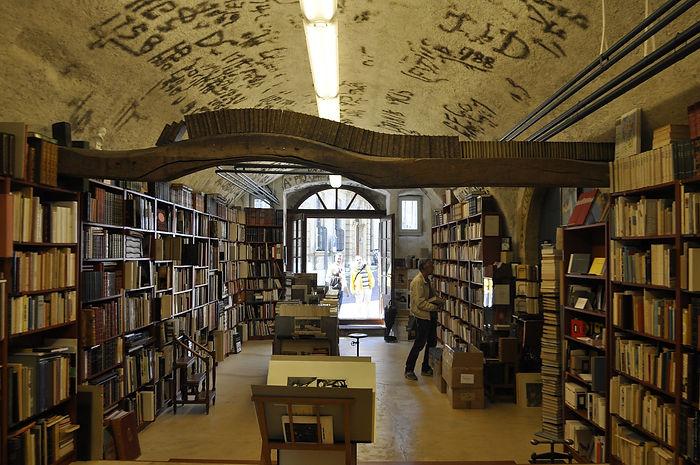 Buchhandlung 2.jpg