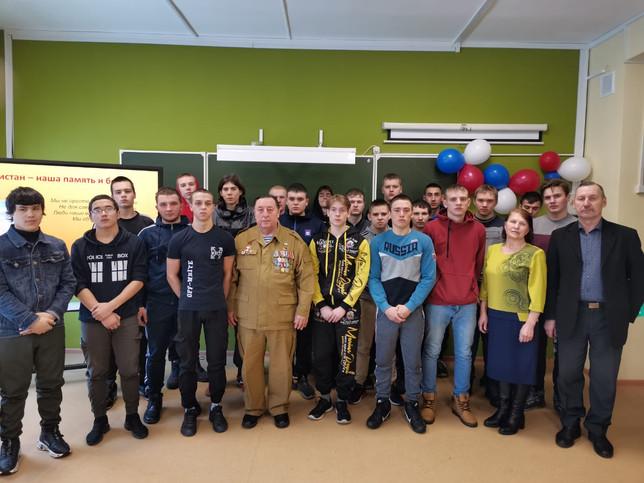 Саяногорское отделение Боевого братства провело урок Мужества со студентами