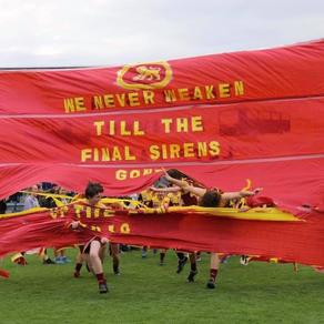 Darbs with U17 Reserves break through banner 2019 Grand Final